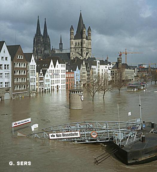 crue du Rhin sur les quais et inondation de la vieille ville de Cologne fin mai 1983 météopassion