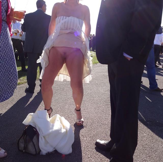 Public wife upskirt foto 342