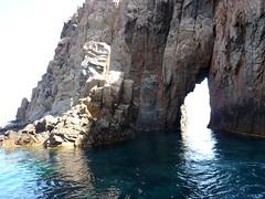 Capu Rossu : l'arche depuis la piscine du Capu Rossu