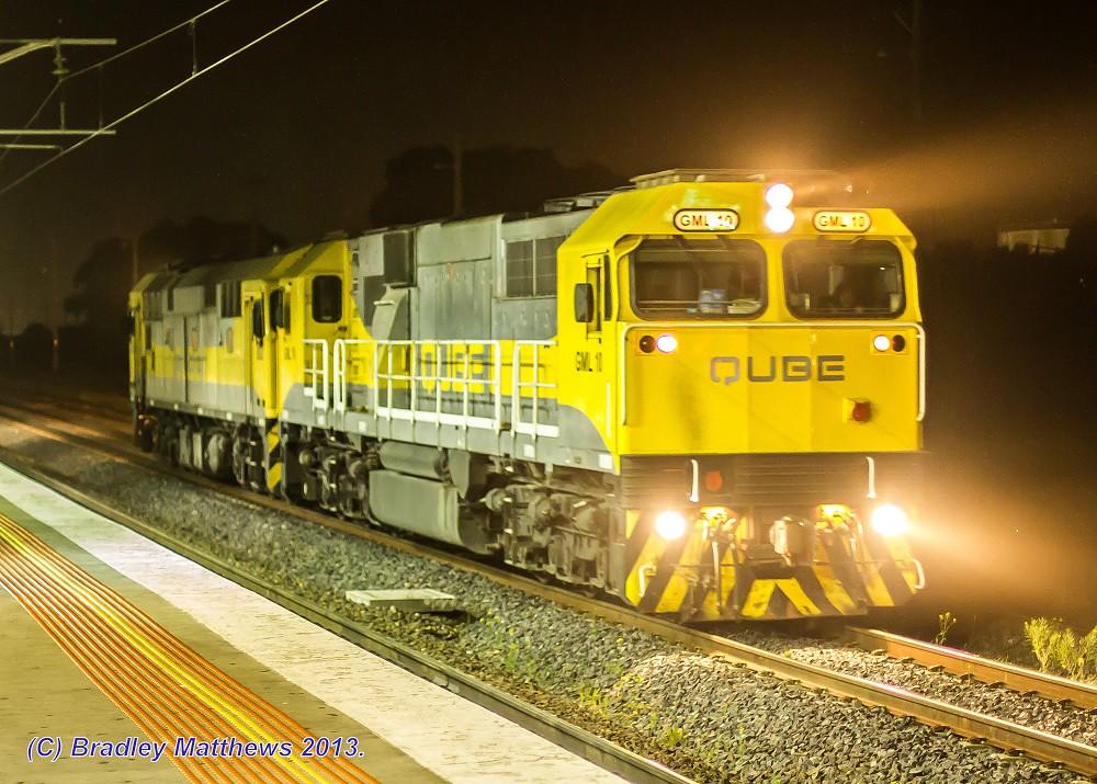 GML10-8030 on light at Somerton Loop (2/9/2013) by Bradley Matthews