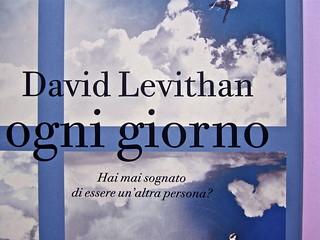 David Levithan, ogni giorno. Rizzoli 2013. Progetto grafico di copertina © Adam Abernethy. Prima di sovracoperta (part.), 4