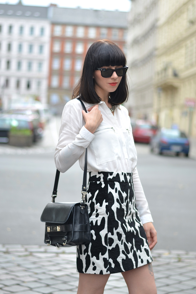 Outfit ZARA cow skirt white blouse CATS & DOGS outfit blog Berlin 5