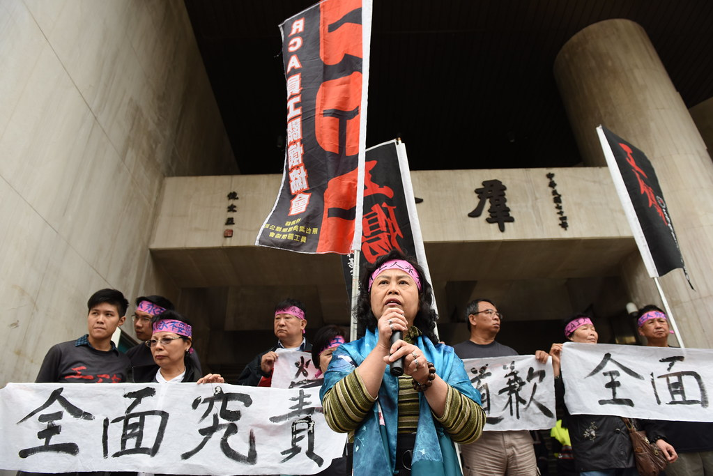 RCA員工關懷協會理事長劉荷雲(圖中)感慨成員隨歲月凋零,但未來仍將持續抗爭要求政府負責。(攝影:宋小海)