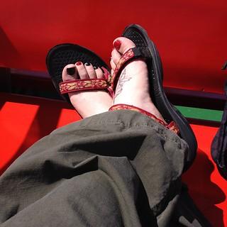 Sandige Füße in Sandalen auf dem Rückweg von #Norderney nach #Norddeich. Herrlich war's! #Frisia #Fähre #nordsee