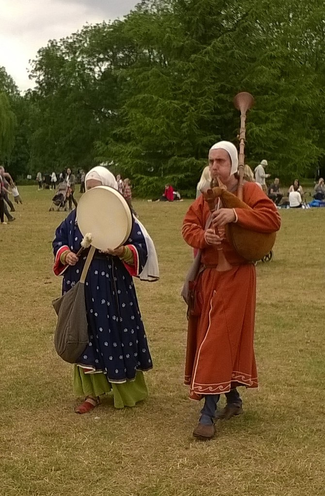 Runnymede's strolling itinerant musicians 800th anniversary