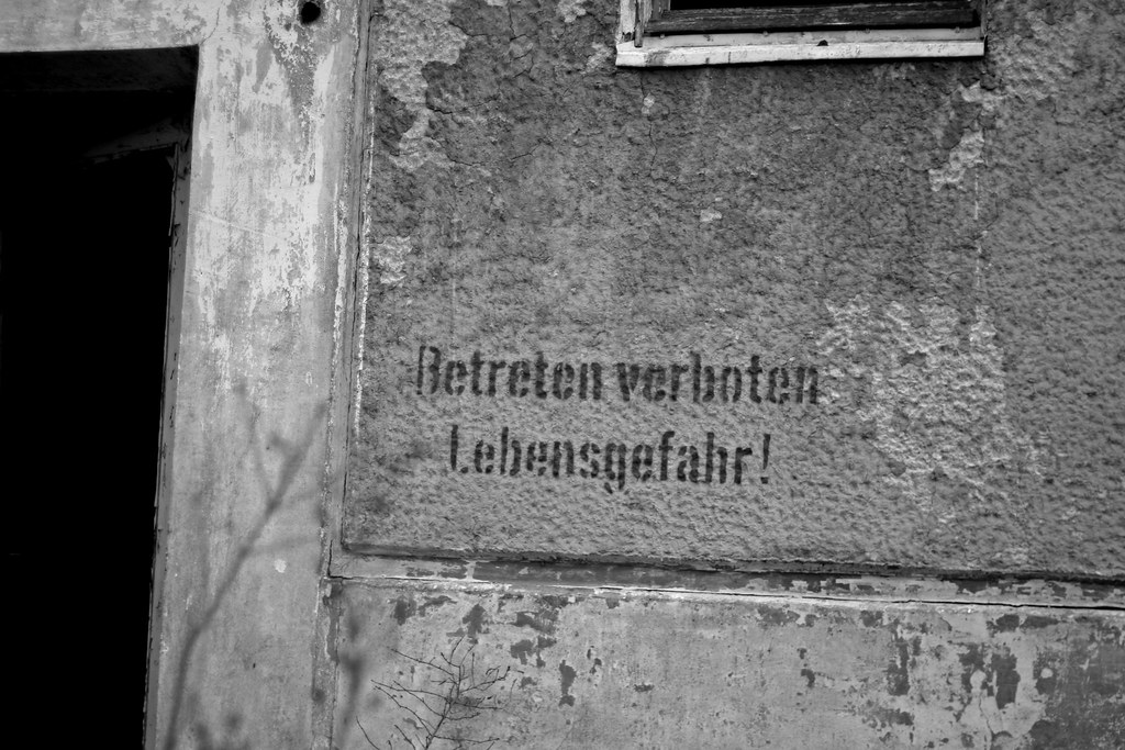 Lebensgefahr Jüterbog black and white
