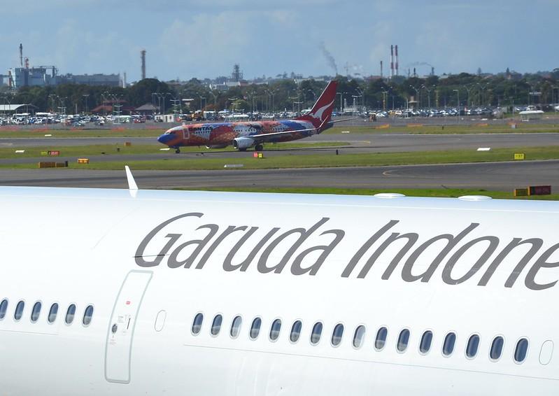 Qantas 737 taxiing