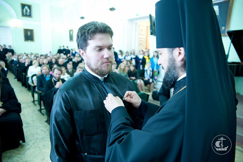 Вручение значка кандидата богословия