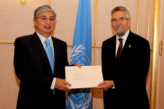 NEW PERMANENT REPRESENTATIVE OF GUATEMALA PRESENTS CREDENTIALS TO DIRECTOR-GENERAL OF UNOG