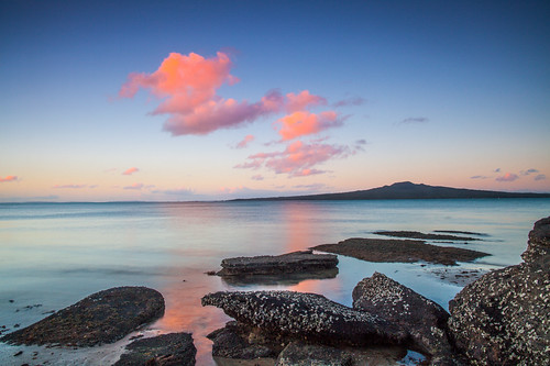 sunset sea newzealand sky seascape reflection beach clouds canon landscape volcano coast twilight rocks waves sundown cloudy dusk shoreline auckland shore northshore coastline bluehour 24mm northhead rangitoto