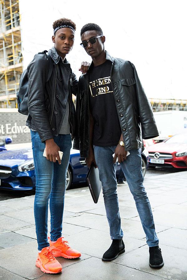 黒レザージャケット×デニムパンツコーデ Nikeエアハラチ オレンジ&黒サイドゴアブーツ