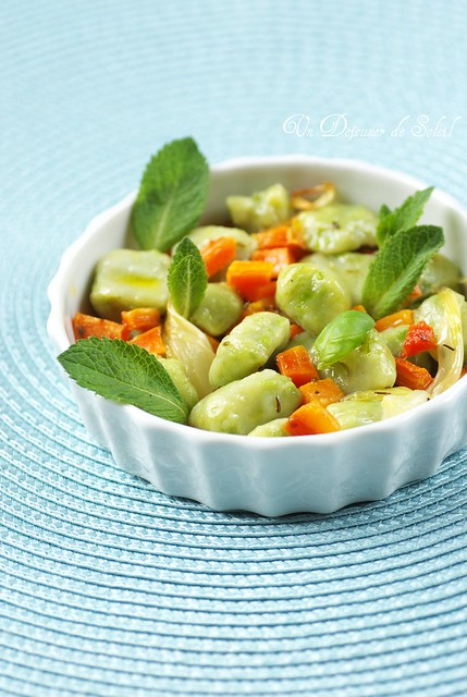 Peas gnocchi with roasted carrots
