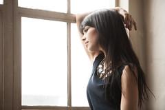 [フリー画像素材] 人物, 女性, 窓, アメリカ人 ID:201204170800