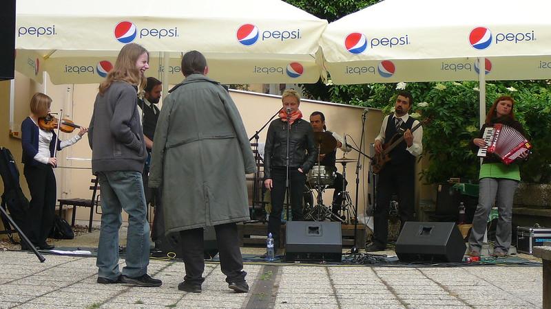 Jako první vystoupila ve čtyři hodiny brněnská kapela Hrochansony. Foto: Adéla Procházková