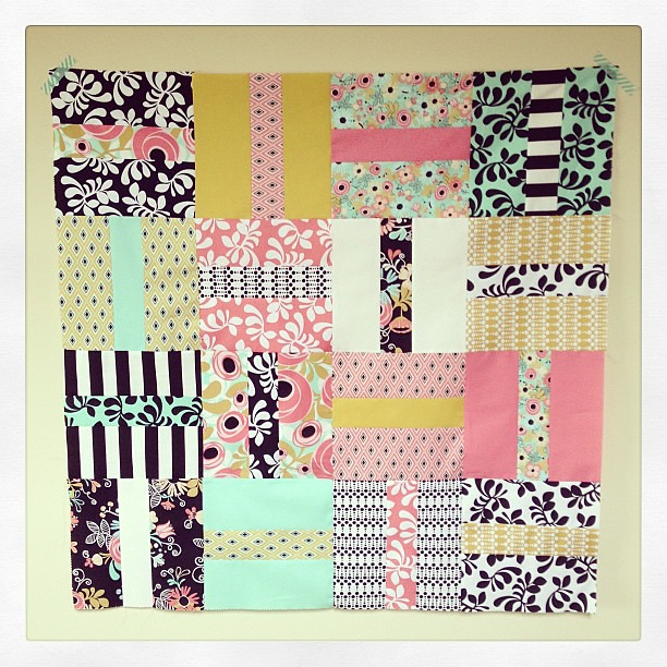 Quick and simple baby girl quilt top! Now if only I had girl! #sundaysewing
