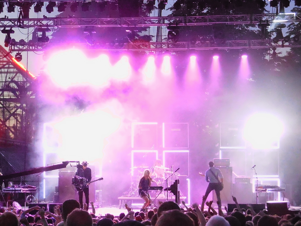 metric @ rock the garden