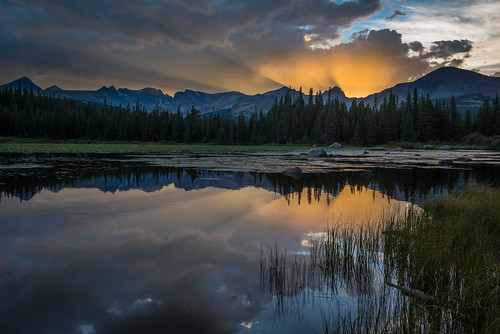 sunset colorado day cloudy frontrange crepuscularrays indianpeaks redrocklake