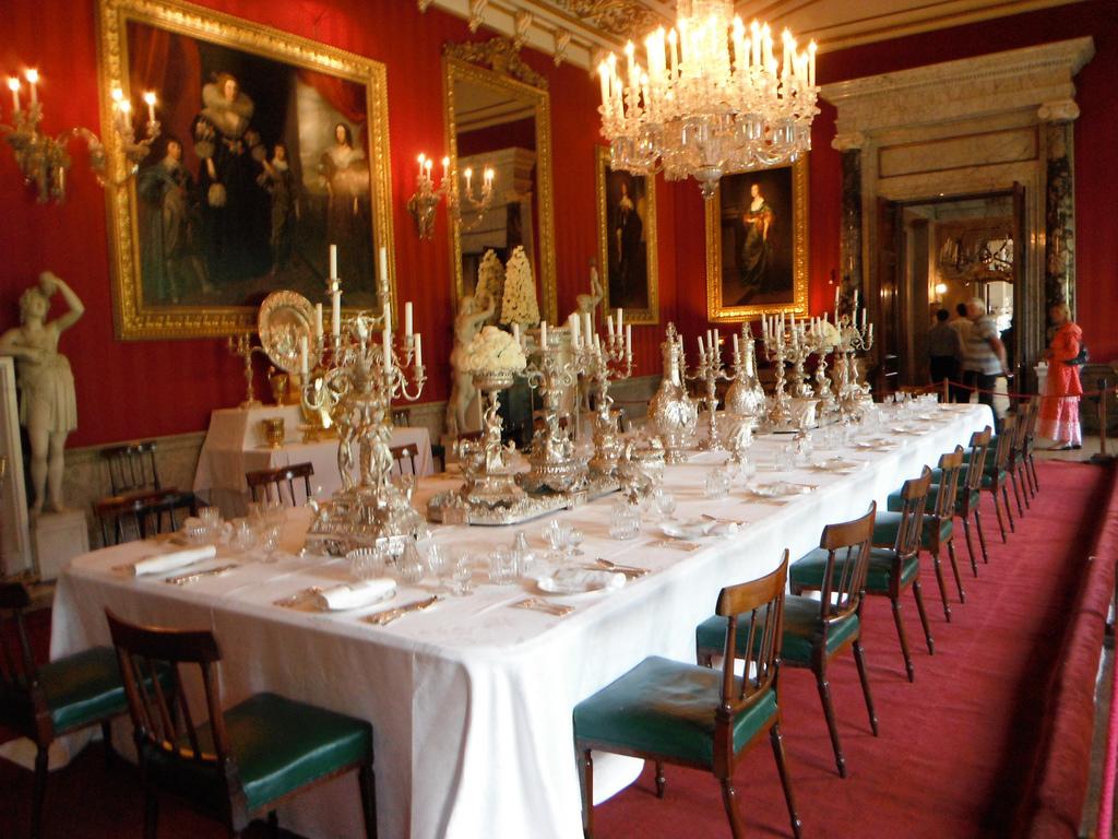 13. Uno de los comedores de Chatsworth House. Autor, Kmoliver