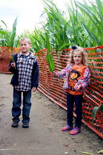 Corn-Maze_Nat-and-Aut-holding-up