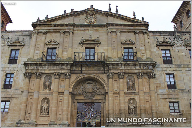 Portada del Monasterio de San Salvador, Oña.