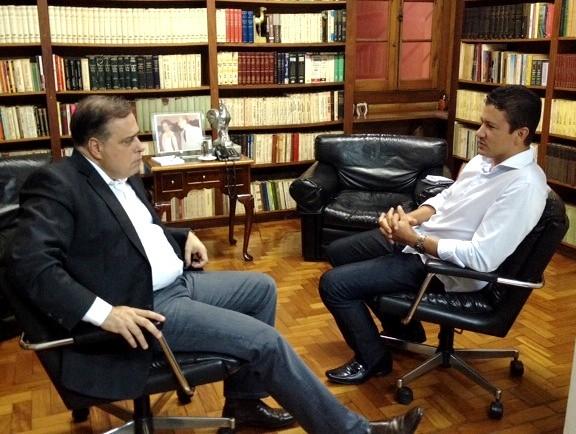 18 05 2015 Minas Novas DPAA e prefeito Gil