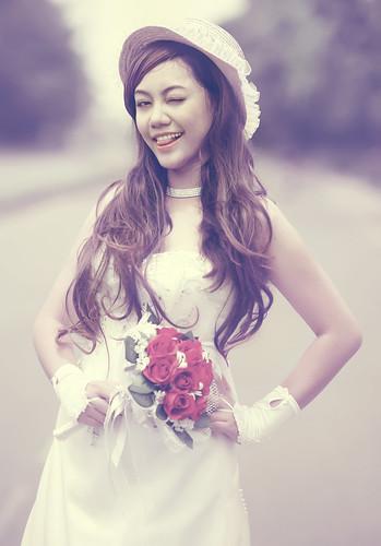 無料写真素材, 人物, 女性  アジア, ウィンク, ウエディングドレス, 帽子, ベトナム人