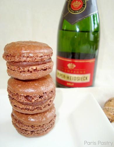 巧克力香槟色的macarons.