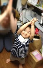 スカイツリーのポーズを決めるとらちゃん (2012/5/18)