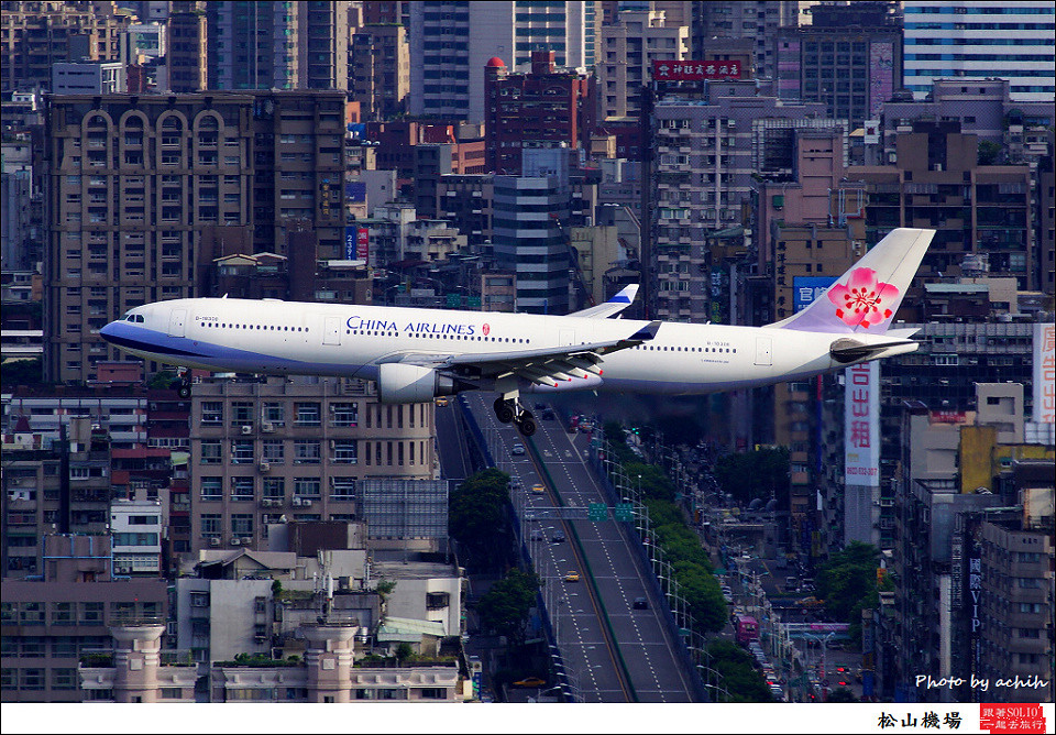 China Airlines / B-18308 / Taipei Songshan Airport