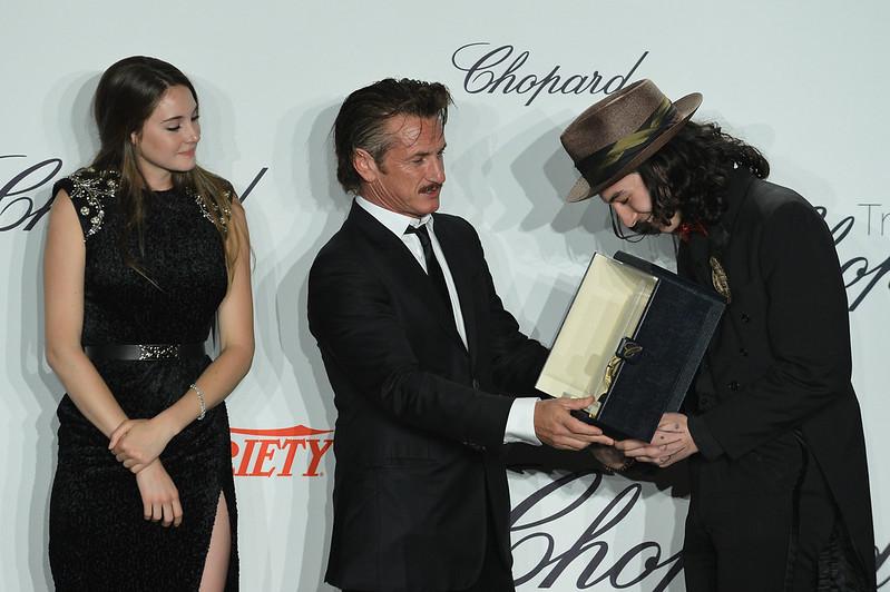 Shailene_Woodley_and_Sean_Penn_and_Ezra_Miller.jpg