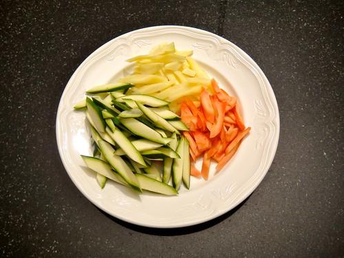 Pouletgeschnetzeltes an Erdnuss-Soße mit feinem Gemüse und Parfumreis