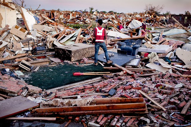 8785984302 8776f77130 z Photos Showing the Devastation of the Oklahoma City Tornado Aftermath
