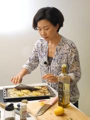 莊祖宜海洋日示範常見魚料理。