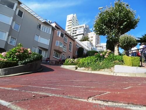 Lombard_streetlevel2
