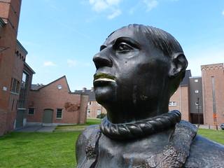 Estatua con la soga al cuello en Gante (Flandes)