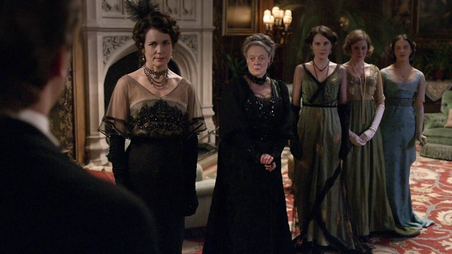 DowntonAbbeyS01_Cora+daughters_darkeveninggowns