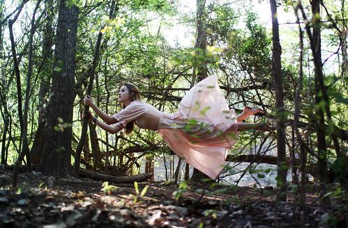 無料写真素材, 人物, 女性, フォトレタッチ, 人物  飛ぶ・浮遊, 人物  森林