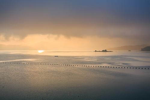 morning lake mountains reflection sunrise taiwan 南投 台灣 雲 山 日月潭 sunmoonlake nantou 湖泊 日出 倒影 遊艇 水社大山 出水口