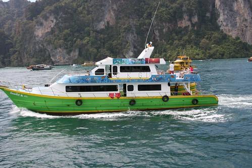 PP岛的潜水公司的船