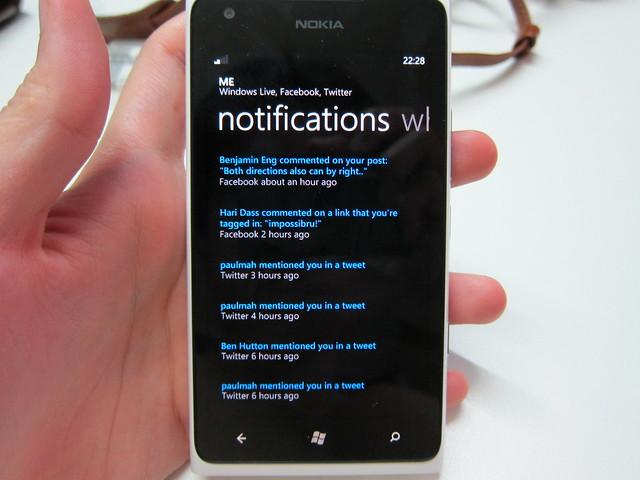 Nokia Lumia 900 - Facebook & Twitter Notifications