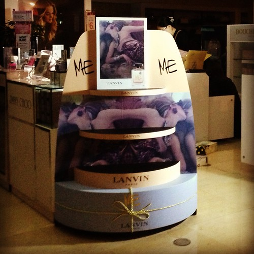 品牌香水蛋糕展示櫃