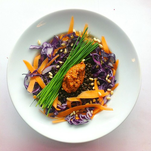 Sun dried tomato pesto, chives, carrots, red cabbage, black lentils, pine nuts #vegan #vegetarian #salad #saladporn #saladpride #eatclean #healthnut #healthyfood #healthyfoods #healthylunch #healthysalad #healthyeating #healthyfoodporn #notsaddesklunch #d by Salad Pride