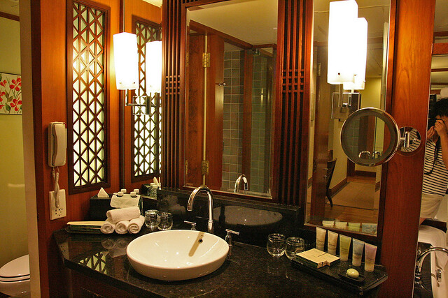 The shared bathroom at the Premier Suite