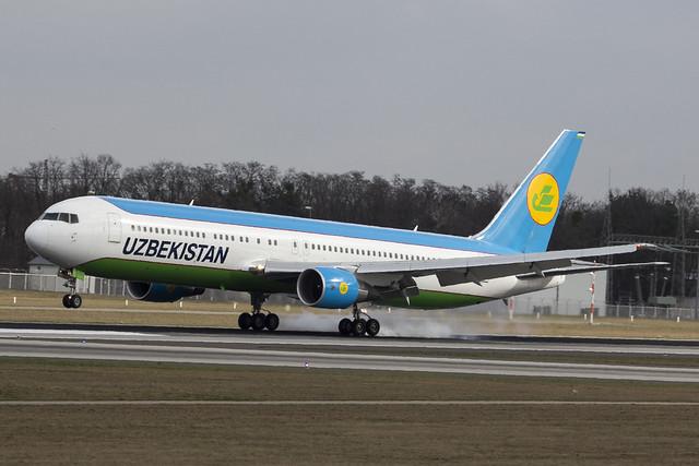 Uzbekistan Airways B767-33PER UK-67005