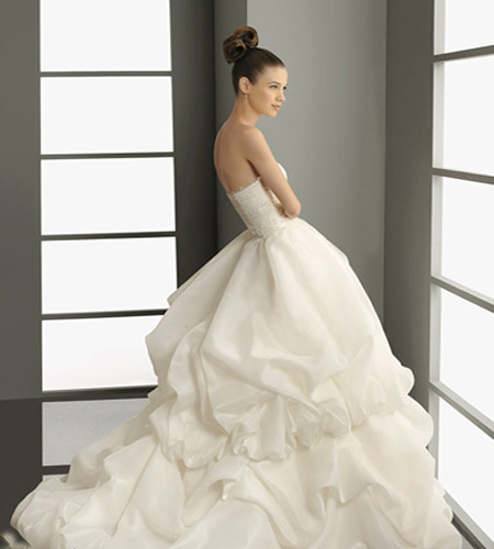 backless ball gown wedding dress2 The awards season has seen hundreds of