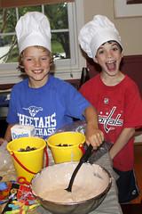 kid chefs making disturbing worm pie