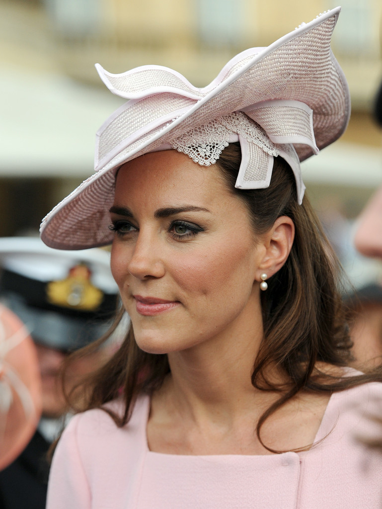 Kate+Middleton+Queen+Elizabeth+II+Hosts+Garden+E5F1M3zwKwcx