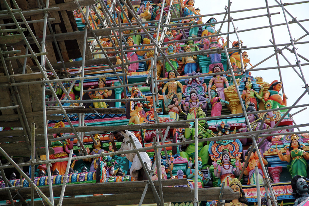 Sculpting and painting a Hindu temple