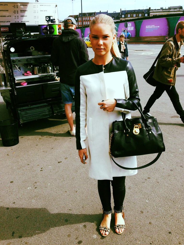 Stylish girl at Kongens Nytorv: Black & White rules!
