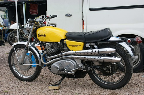 Norton Commando 750S